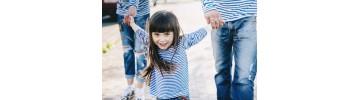 Детские тельняшки, бескозырки и гюйсы